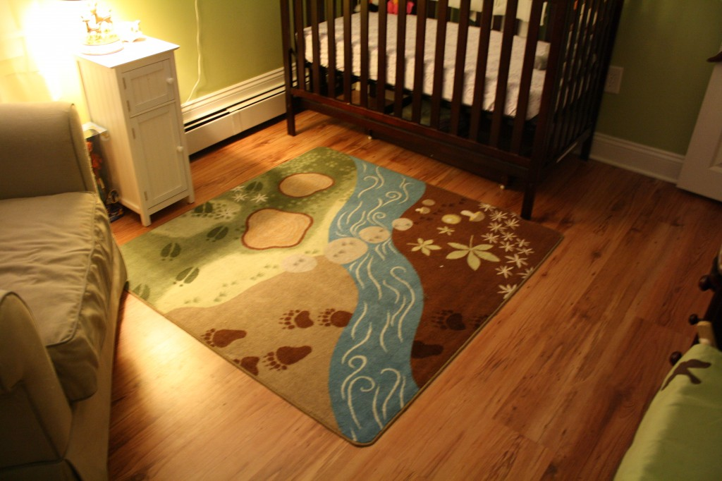 forrest rug: baby nursery with woodland animal theme